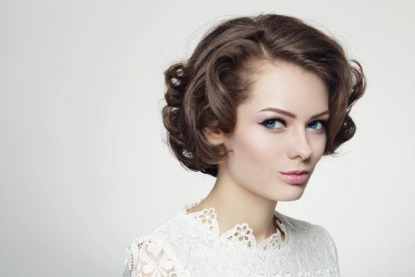 Peinados de madrina media melena anos 20