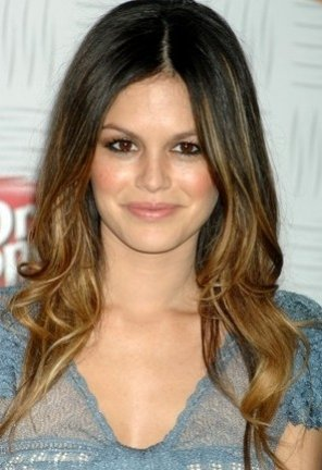 peinado-natural-y-juvenil-con-mechas-californianas