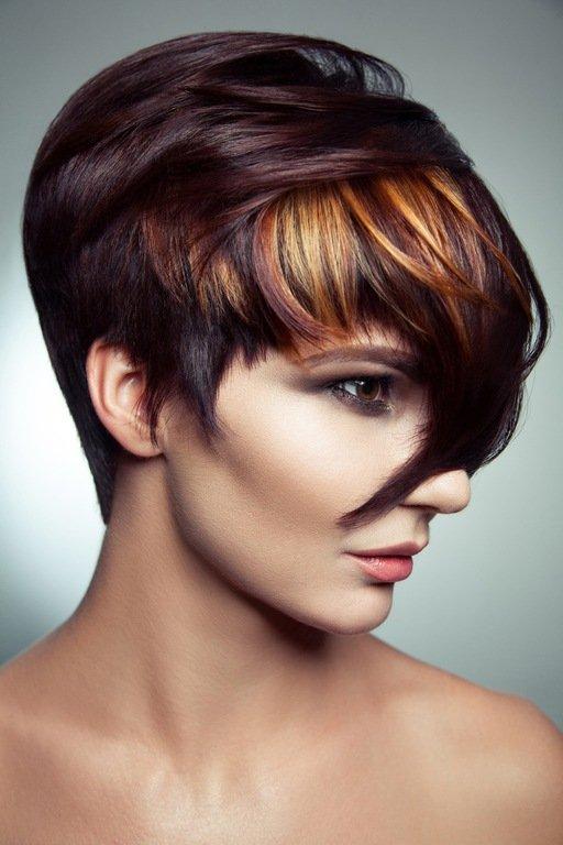 Mechas de colores pelo oscuro