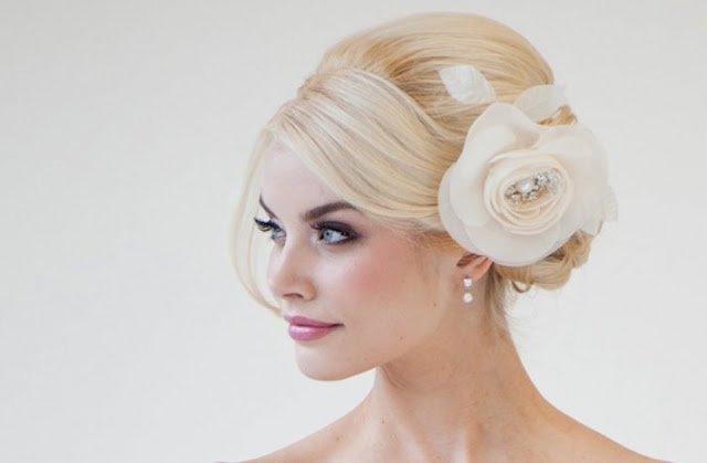 Peinados para novias 2014 recogido de lado con flor peinados