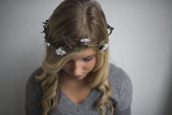 Peinados para thanksgiving accion de gracias melena con flores