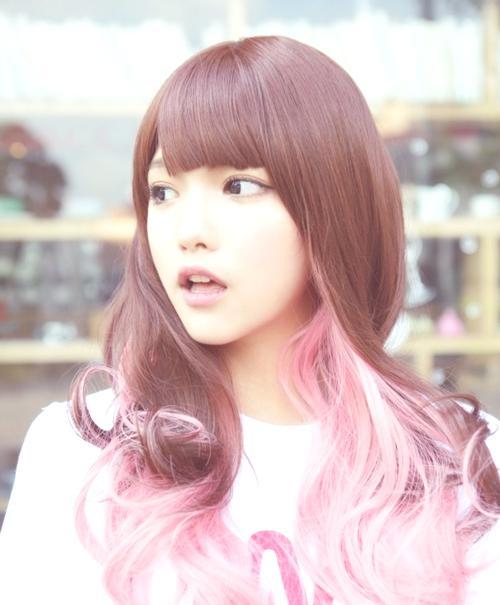 peinados-y-cortes-de-pelo-para-san-valentin-mujeres-mechas-rosas