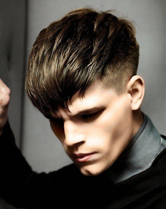 corte de cabello con flequillo para hombre