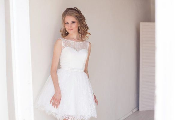 Peinados para novias media melena rubia