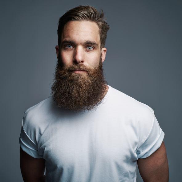 Cortes de pelo hombre hipster camiseta blanca