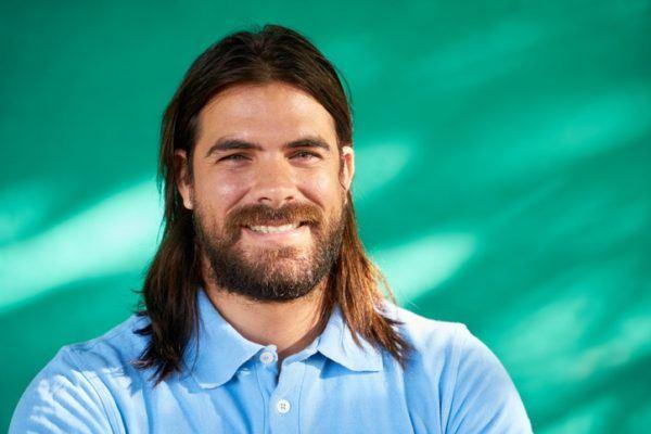 Cortes de pelo hombre hipster hombre sonriente