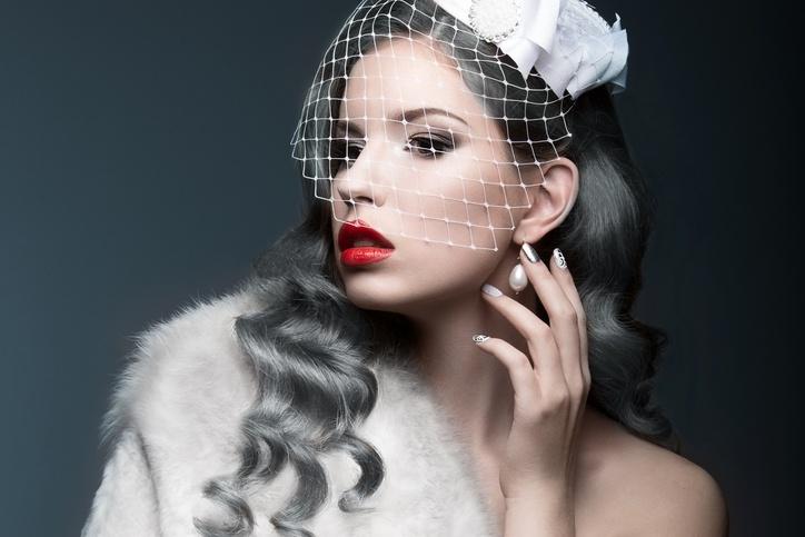 Decolorante para el pelo pelo gris mujer de blanco