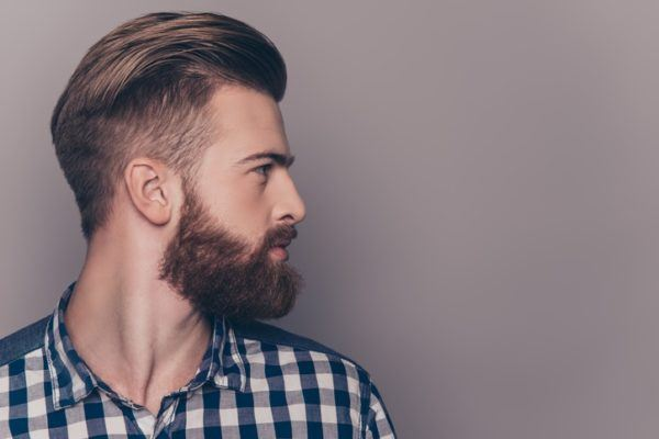 Peinados faciles hombre pelo corto hacia atras