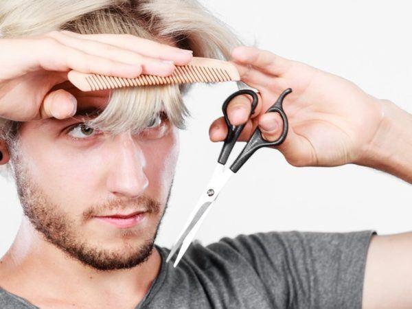 Cortes de pelo corto con flequillo con tijeras