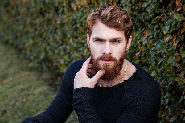 corte-de-pelo-corto-hombre-barba-pelirrojo