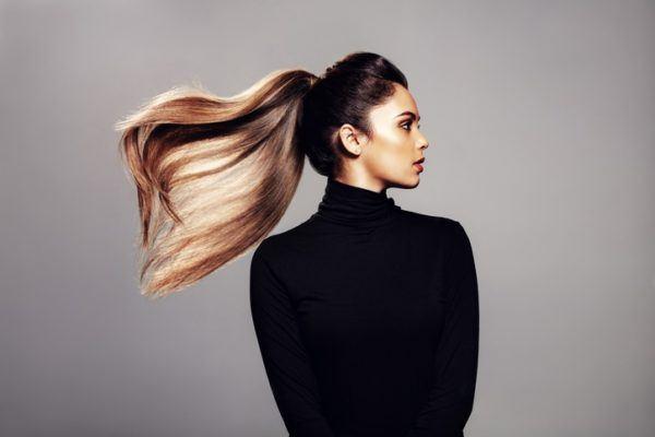 Cortes de pelo para cara alargada coleta en movimiento