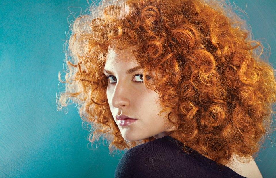 Cómo alisar el pelo rizado