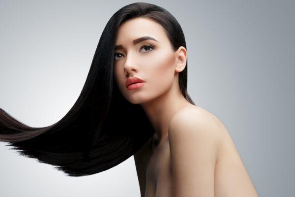 Lavar el pelo con un champú sin sulfatos